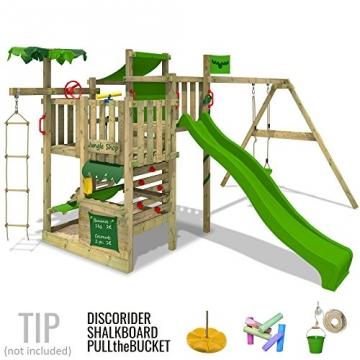 Seitenansicht Fatmoose Spielturm Kletterturm aus Holz mit grüner Rutsche