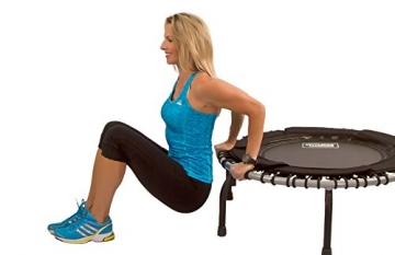 Bild mit Frau seitlich JumpSport Swing Fitnesstrampolin- Einzelgummiseil Aufhängung