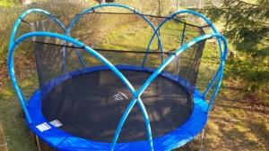 Outdoor Trampolin Active Fun mit Bögen und Sicherheitsnetz