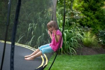 Kind im sicherheitsnetz Springfree S155 - Jumbo Ø 400cm x 400cm reine Sprungfläche