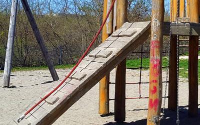 Klettergerüst Robinie : Welches holz verwendet man für spielgeräte im garten? garten kids