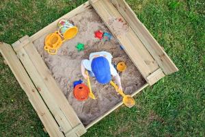 Welches Material eignet sich am besten für einen Sandkasten