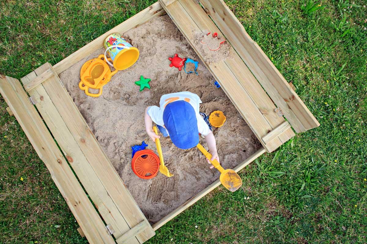 aus welchem material sollte ein sandkasten am besten sein garten kids. Black Bedroom Furniture Sets. Home Design Ideas
